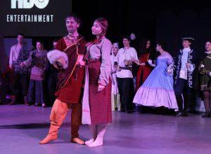РИ-фест, выступление на сцене, люди в костюмах