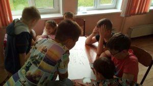 дети думают над заданием